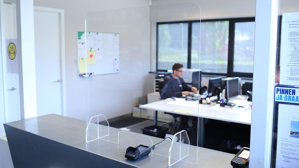 Plexiglas veiligheidsscherm voor kantoor